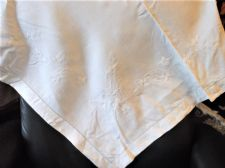 "GENUINE VINTAGE TABLECLOTH EMBROIDERED LEAVES DESIGN QUALITY WHITE COTTON 35"" SQ"